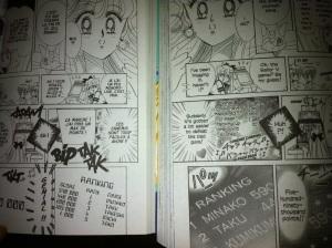 """Comparaison de l'ancienne édition française (à gauche - publiée dans le sens """"français"""") et de l'édition Shinzôban américaine (à droite - publiée dans le sens """"japonais"""") de Codename: Sailor V : on constate une modernisation du tableau des scores du jeu auquel Minako aime jouer."""
