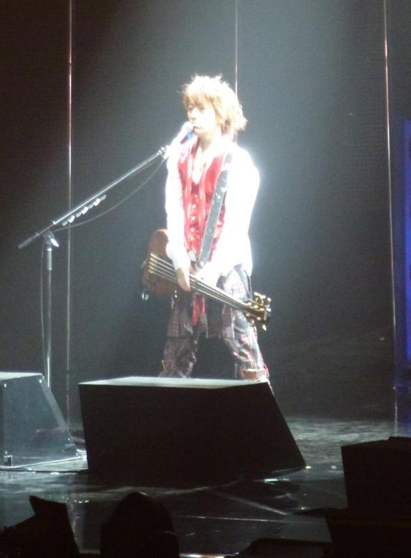 Tetsu, magistral à la basse, a semblé beaucoup plus apprécier ce concert parisien qu'en 2008.