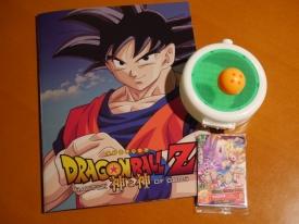 """Le pamphlet de """"Dragon Ball Z - Battle Of Gods"""" vendu uniquement dans les cinémas (700 yens), ainsi que les goodies offerts avec toute entrée : une boîte en forme Dragon Radar, une Dragon Ball à 4 étoiles servant de stylo, et une carte collector."""