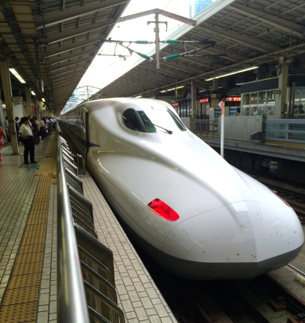 From Tôkyô to Kobe, Shinkansen is a very fast and comfortable means of transportation.