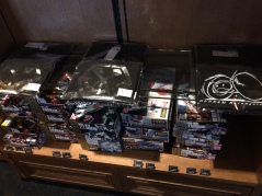 Some goods (T-shirts and Gunpla) sold at the cinemas where screenings of Gundam Reconguista in G are planned.